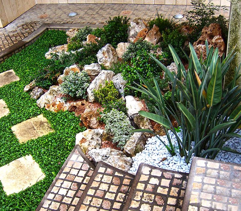 Lavori realizzati gaia la multiservizi dal pollice verde for Angolo giardino