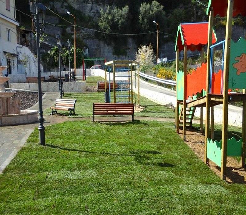 verde pubblico parco giochi